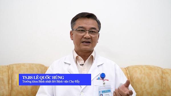 chuyen-gia-huong-dan-cach-suc-hong-mieng-phong-benh-mui-hong-mua-covid-1